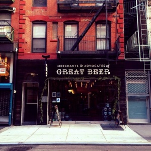 A beer shop, and a tasting bar with over six hundred varieties of craft and import beer.